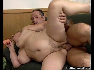 Fat mature woman gets her cutn fucked
