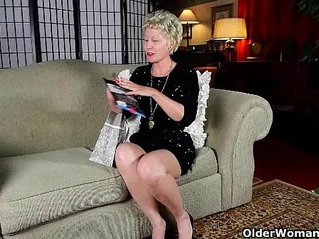 Mature mom cant resist her pantyhose fetish