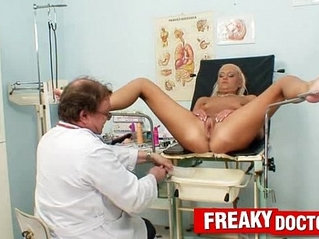 Hot legs blonde Eliss Fire clinic fetish with doctor