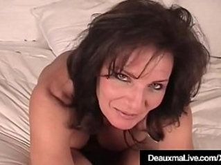 Texas Cougar Gets Naked Shows Off Her Feet Soles